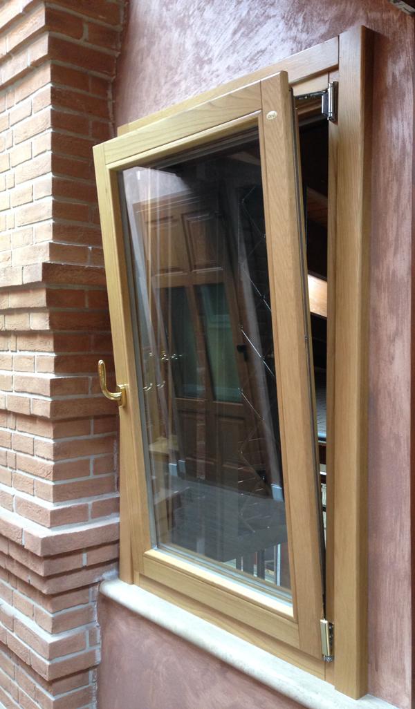 Finestre in legno massello e lamellare gruppo orvi - Gruppo finestre chizzola ...