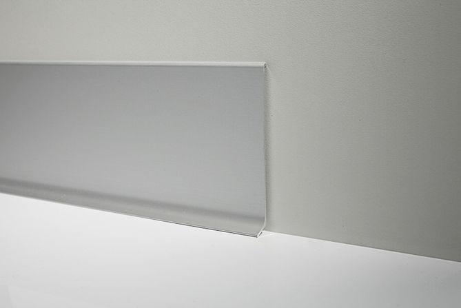 Battiscopa in alluminio orvi serramenti vendita roma for Orvi infissi