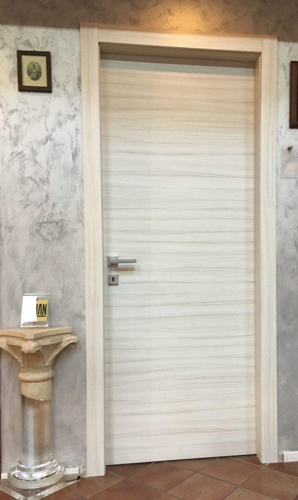 Porta in palissandro orizzontale resinata gruppo orvi for Orvi porte roma