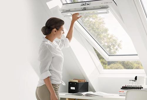 Finestre velux da tetto velux lucernari misure gruppo for Velux apertura