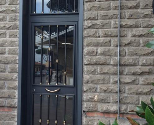 Portone Orvi in Ferro e Vetro, condominiale artigianale